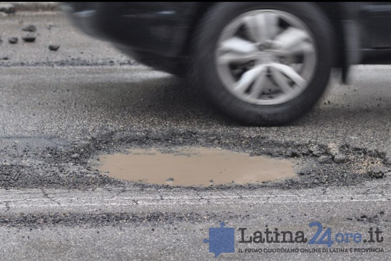 buca-gomma-ruota-latina24ore-6