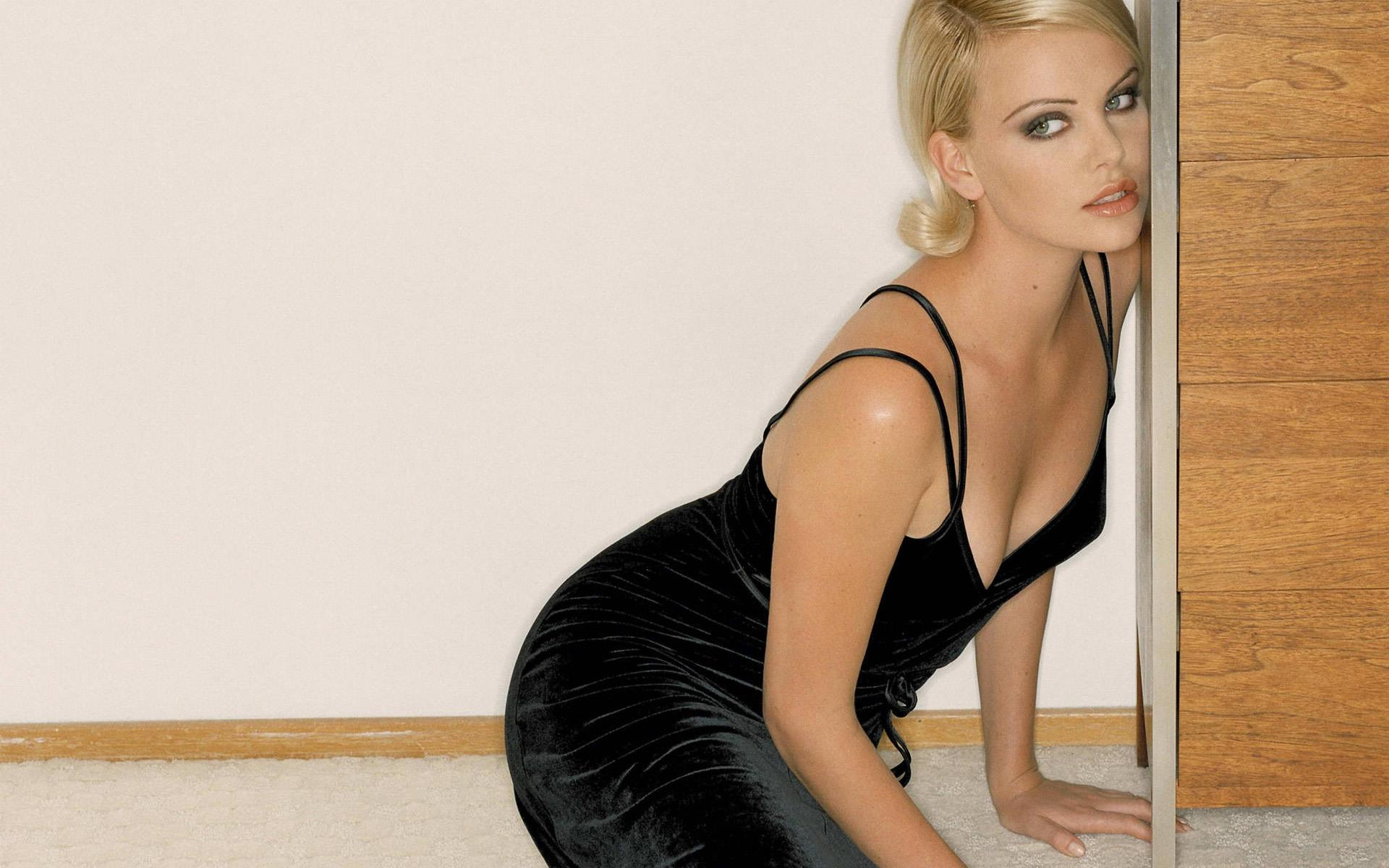 Cute Lady Wallpaper Hd Hot Charlize Theron Image
