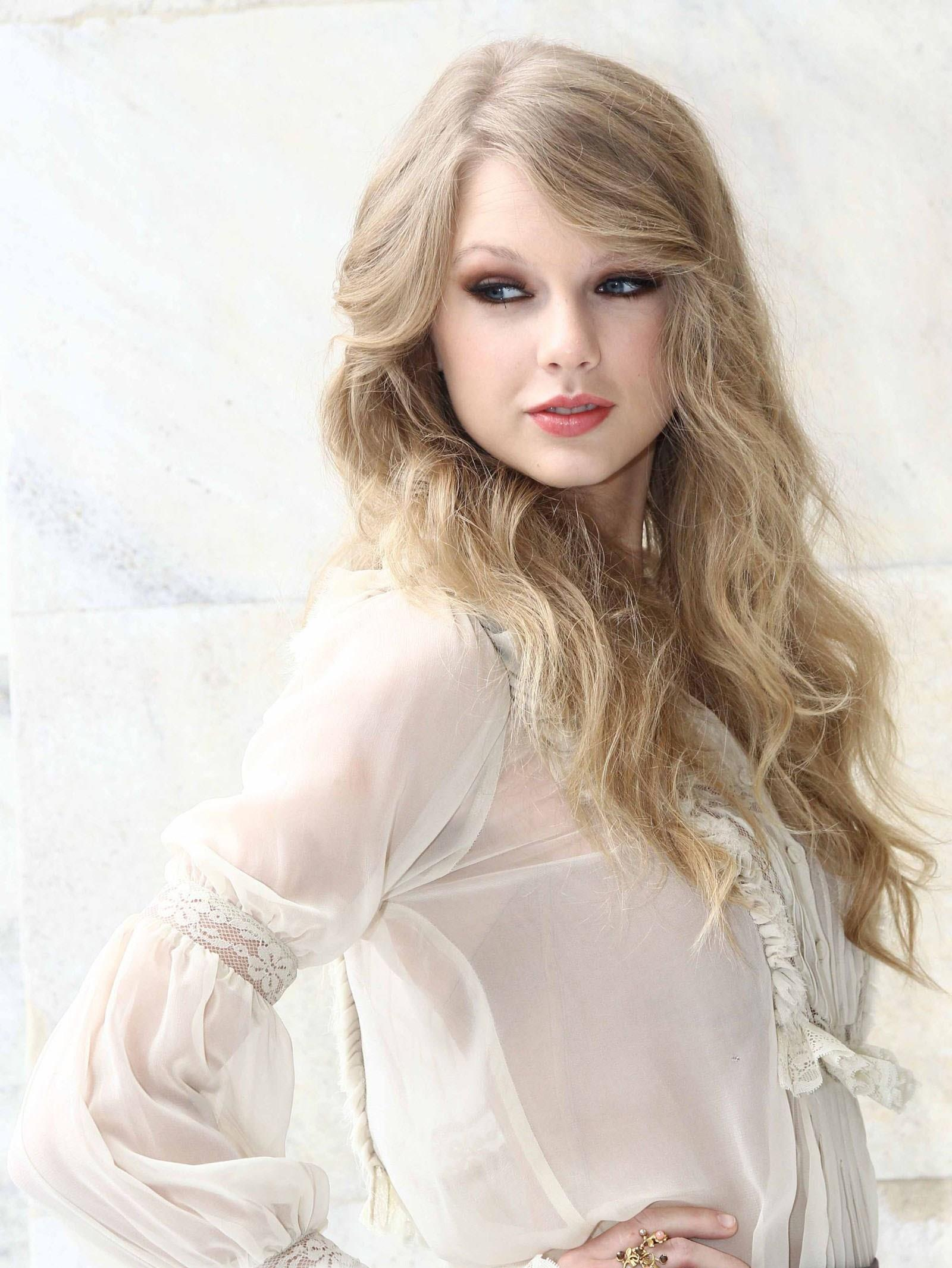 Cute Barbie Images For Wallpaper Taylor Swift Look Like Barbie Doll