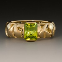 Peridot Ring w/18K Yellow Gold Pierced Band