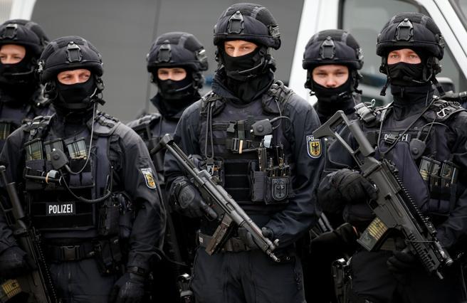 20.000 policias patrullaran las calles y el cielo de Hamburgo