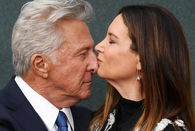 El actor estadounidense Dustin Hoffman junto a su mujer Lisa