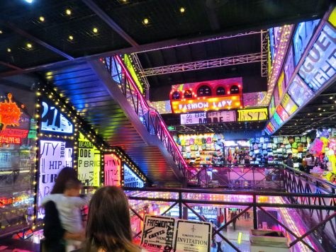 7 Unique Nanjing Attractions | unusual quirky what to do living lived live in nanjing china chinese fuzi miao fashion lady librairie avant garde hipster offbeat free cheap tourist sites travel