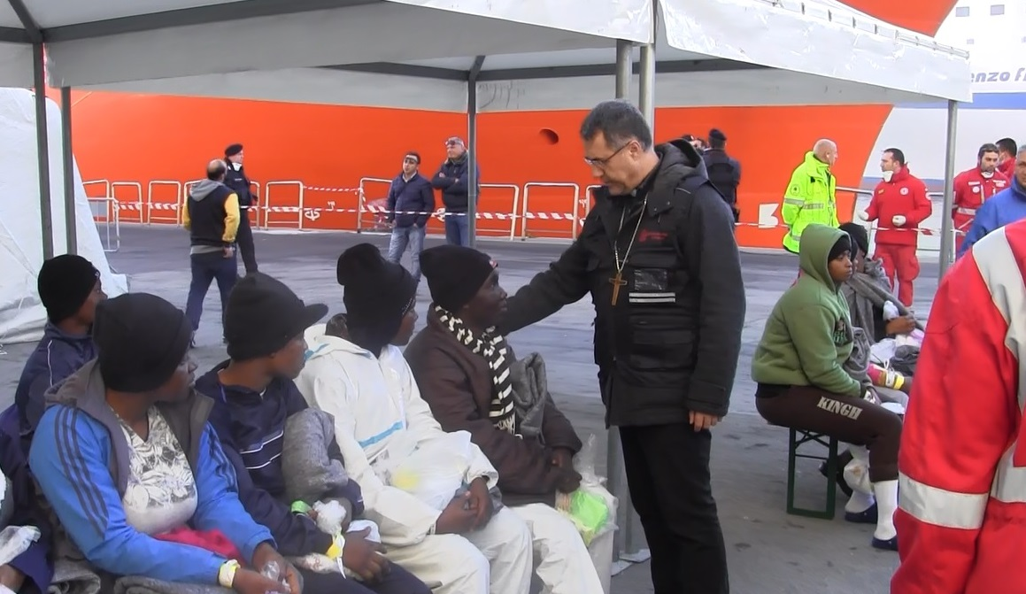 Sicilia: chi fa caso al flusso non-stop dei migranti/profughi?