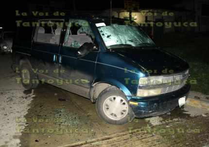Elevados daños materiales, fue el resultado del enfrentamiento entre dos grupos de profesores en el municipio de Tepetzintla.