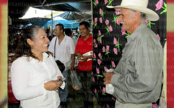 Recorre el tianguis de Naranjos la Candidata del PT a la Diputación local por Tantoyuca