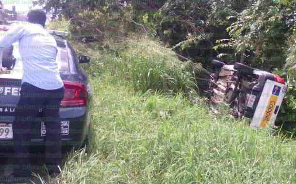 Empleado de Coppel sufre aparatoso accidente vehicular