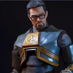 Gordon Freeman returns…as a massive statue