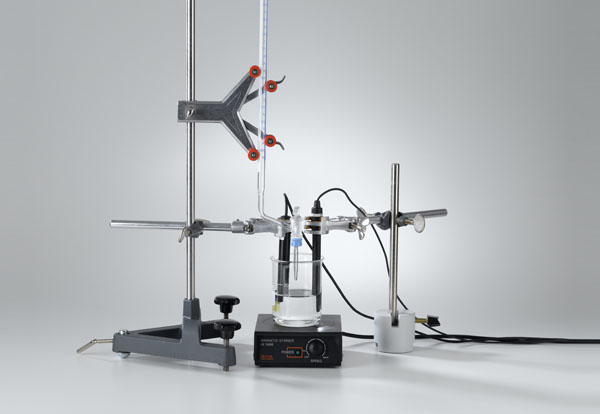 Conductometric titration of a hydrochloric acid solution with pH