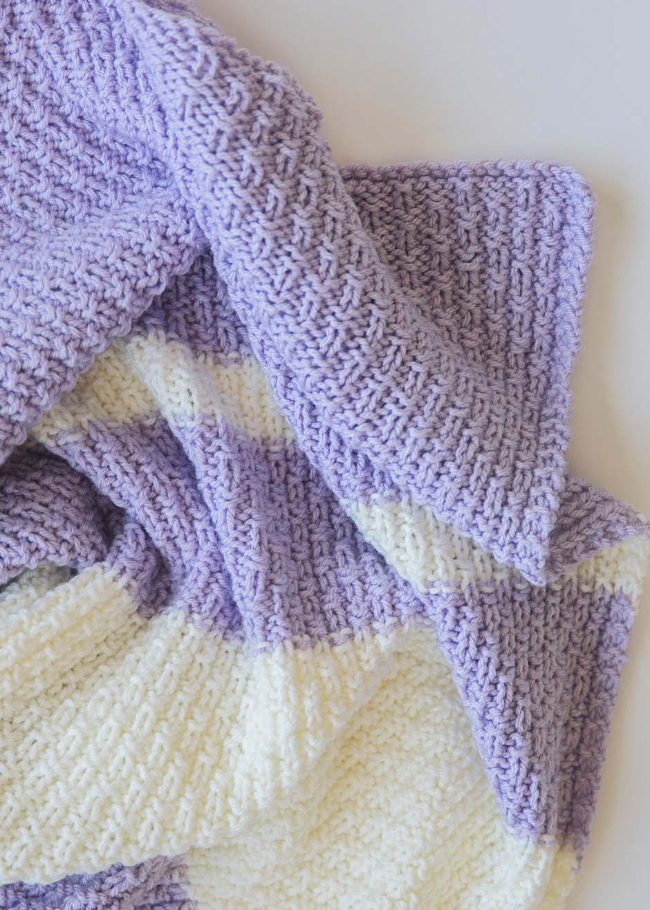 Knitting Pattern For Newborn Blanket : Easy Knit Baby Blanket Pattern - Leelee KnitsLeelee Knits