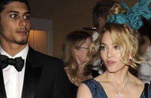 Madonna et Jesus Luz  parlent mariage
