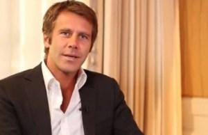 Emmanuel-Philibert de Savoie sympathise avec une journaliste de Voici
