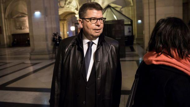 bruno-bezard-ancien-directeur-general-du-tresor-arrive-au-palais-de-justice-de-paris-le-14-decembre-2016_5764281