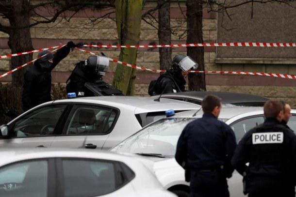police-enquete-a-garges-les-gonesse-val-d-oise-ou-vivait-l-homme-tue-samedi-a-orly-photo-afp-1489906238