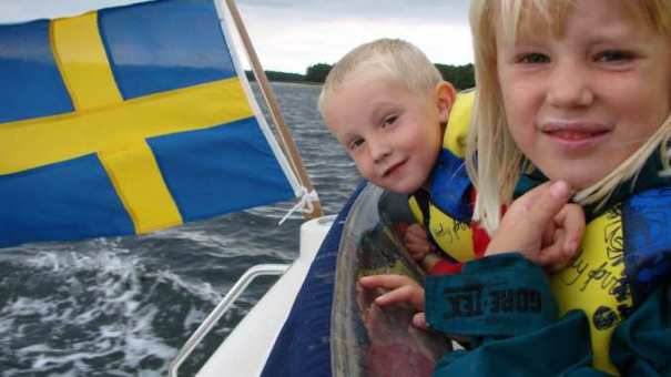 enfants-suedois-sur-un-bateau_vaccins