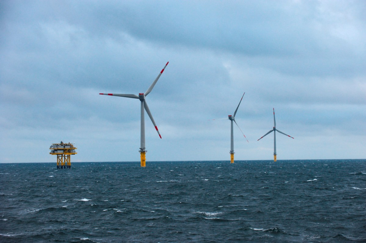 Alstom installe la première éolienne marine en France