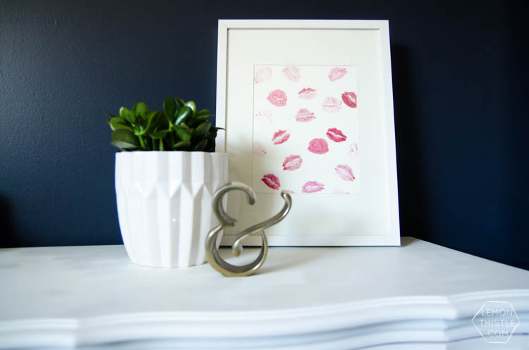 DIY Kisses Art- so cute for valentine's day or a girly apartment!
