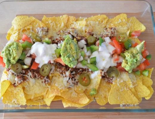 nachos con carne y guacamole