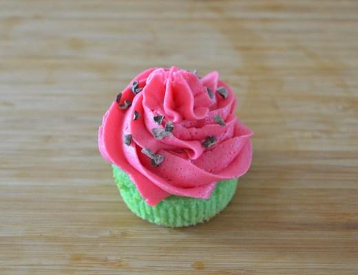 """cupcakes de vainilla decorados como """"sandía"""""""