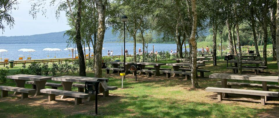 Nell incanto della tuscia con i bambini around family blog - Area tavoli picnic barbecue roma ...
