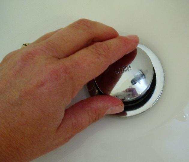 How To Clean Bathtub Drain