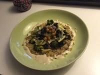 Salade brocoli, quinoa, tahini