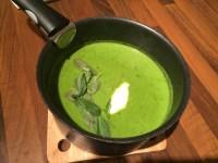 Soupe de petits pois au basilic