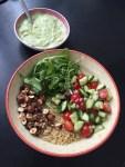 Salade de quinoa, sauce onctueuse à l'avocat
