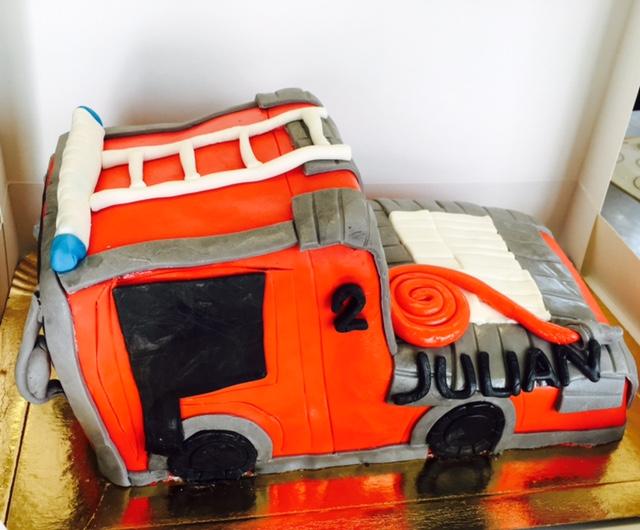g teau camion de pompier cake design p te sucre les d lices de mary. Black Bedroom Furniture Sets. Home Design Ideas