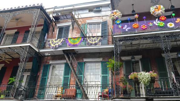balcons multicolores nouvelle orleans
