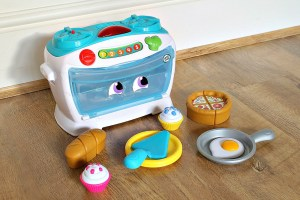 MM and her LeapFrog Number Loving Oven