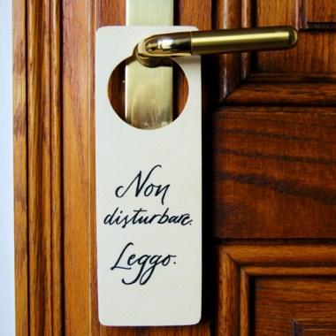 """Cartello per porta """"Non disturbare. Leggo."""" - Door hanger - Amanti della lettura"""