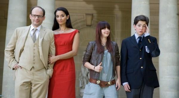 La famille de Neuilly,type ? Caroline, la jeune fille sort quand même un peu du lot .Elle est altermondialiste!