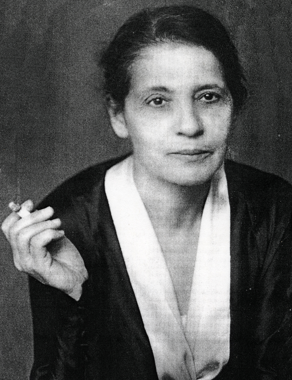 lise meitner essay This, ironically essay writing service cheap uk, was lise meitner, a jewish  scholarship essay writing service refugee from nazi germany, who did not  operate on.
