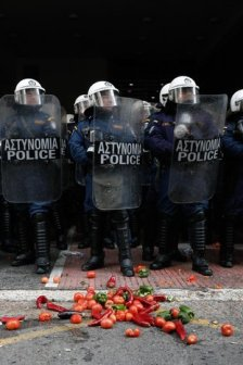 scontri-atene-videotex_gr