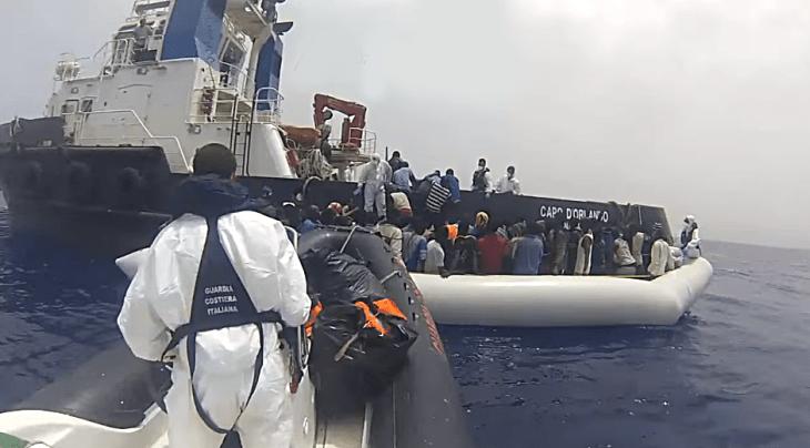 migranti-guardia-costiera-salvataggio
