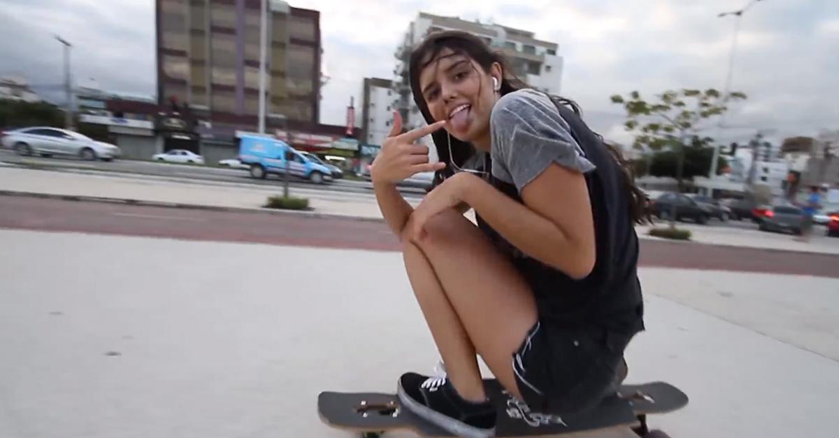 Longboard Girl Wallpaper Chica Sexy Bailando En Patineta Ana Maria Suzano