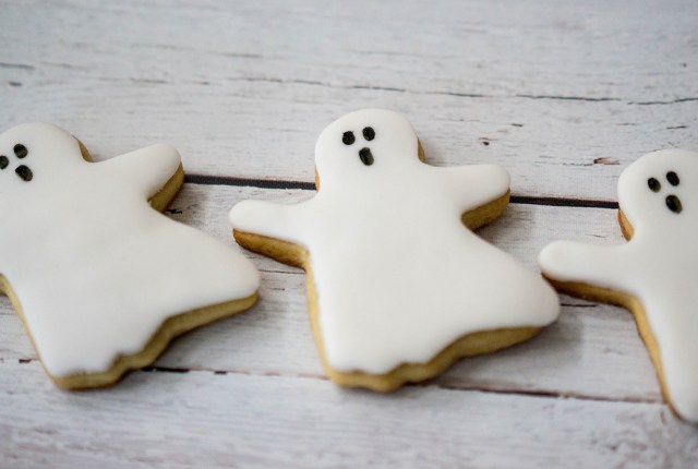 Easy Spooky Halloween Ghost Cookies