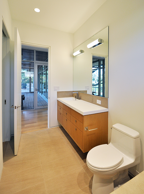 The khouse modern interiors life of an architect for Modern guest bathroom