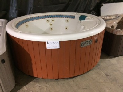 Pre-Owned HotSpring Summit - Lifestyles Hot Tubs