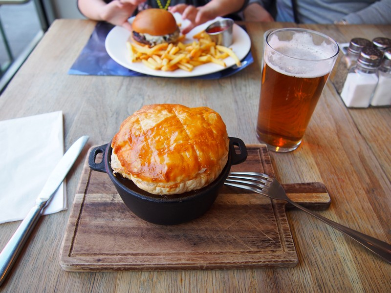 Comer em Londres - The Riverfront - Beef & Ale Pie