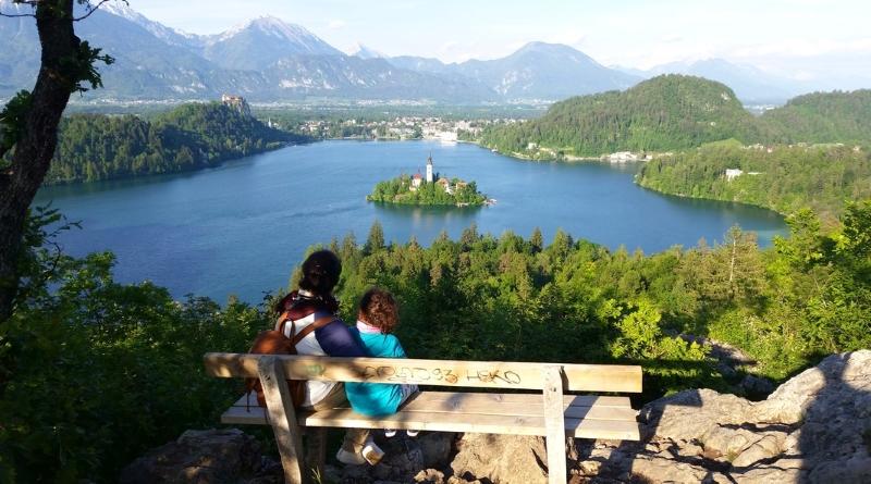 Por que viajar para a Eslovênia - Lago e Castelo de Bled