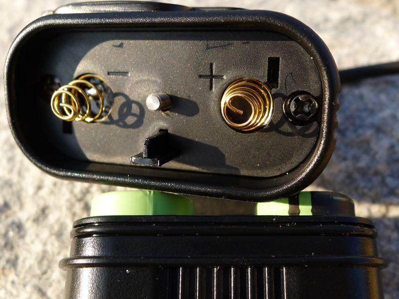 Fenix HP30 - battery pack, polarity markings, seal