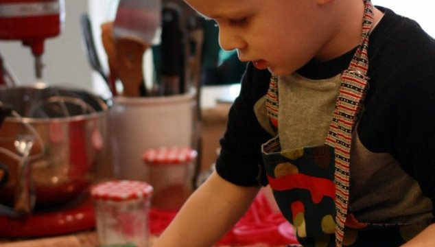 Cooking with littles – Cheesy crackers