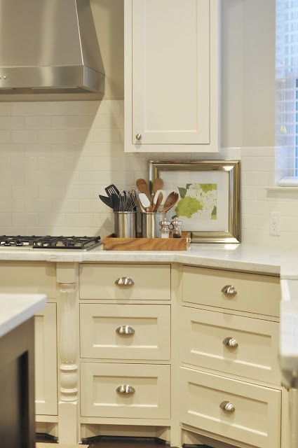 creamy-white-kitchen