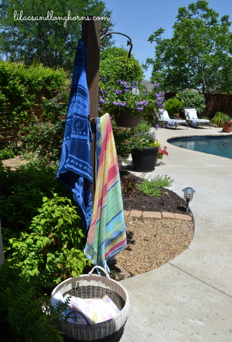 An Easy Solution for Hanging Up Towels by the Pool