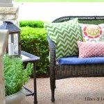 outdoor wicker settee