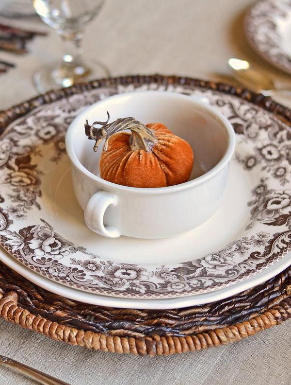 orange-velvet-pumpkin-in-a-bowl-fall-tablescape