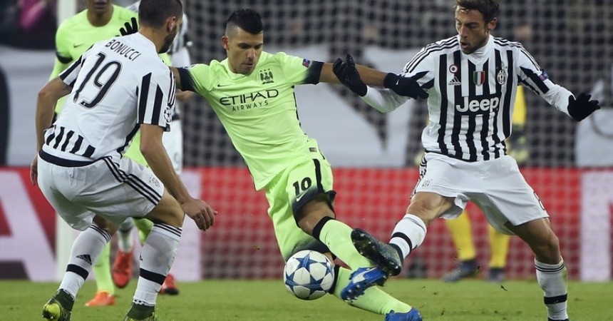 Manchester City's  striker Sergio Aguero (C) vies with Juventus' defender from Italy Leonardo Bonucci and Juventus' midfielder from Italy Claudio Marchisio (R) during the UEFA Champions League football match Juventus vs Manchester City on November 25, 2015 at the Juventus Stadium in Turin.      AFP PHOTO / OLIVIER MORIN / AFP / OLIVIER MORIN        (Photo credit should read OLIVIER MORIN/AFP/Getty Images)