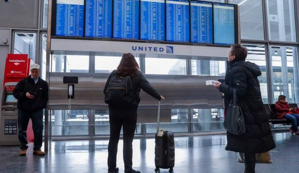 Leggings 'vietati' a bordo, è bufera sulla United Airlines